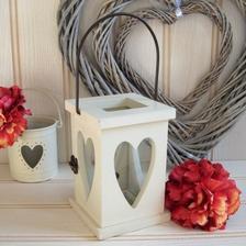 Na terasu... nakonec mi je vyrobil manžel a v kombinaci s věnečkem z nevěstina závoje udělaly velikou parádu...