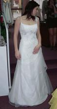 21 - Evanie, krásné vílí, jemně zdobené a nevyžadují spodničku. Uvažuju...