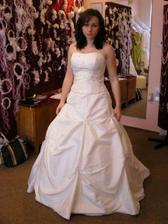 zkouška svatebních šatů...vyvolené ale neukážu :o)...tyto mě  nadchly