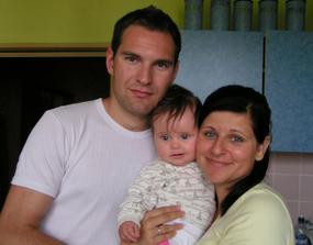 Vladko, ja a naše krstniatko Zuzanka- najmladšia družička na našej svadbe...