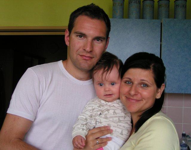Žabkovo zelená...29.09.2007 - Vladko, ja a naše krstniatko Zuzanka- najmladšia družička na našej svadbe...