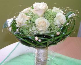 krásnučká- taká podobná môže byť aj na svadbe...
