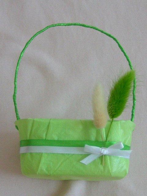 Žabkovo zelená...29.09.2007 - detail...verili by ste že to boli plastové nádobky na cherry paradajky :D...jednoduché, lacné a ešte som sa aj vytešila pri výrobe...