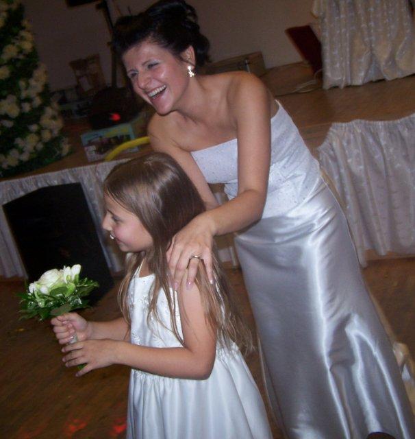 Ivka Sigutová{{_AND_}}Vladko Rumpeľ - no museli sme hádzať na dvakrát, lebo prvý krát ju chytila moja malá krstná dcéra Peťka...