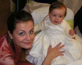 naša najmenšia družička Zuzanka a moja prvá družička- sestra Danka