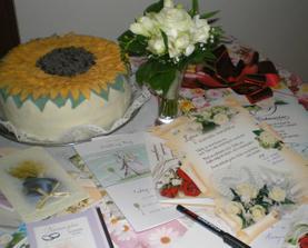 blahoželania a mňamková torta od krstných rodičov