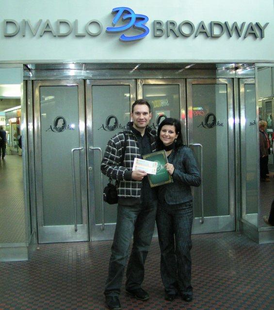 Ivka Sigutová{{_AND_}}Vladko Rumpeľ - zbehli sme sa aj kultúrne vyžiť- muzikál Angelika v divadle Brodway