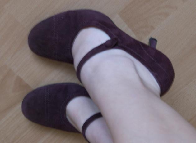 Pripravy - Na nozke. Su rovnakej farby ako saty, hoci na fotke to tak nevyzera...
