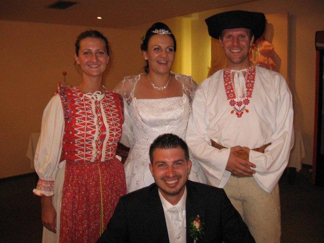 Martina Kresanová{{_AND_}}Martin Wenger - Skvelé!Odbehli si priamo z vystúpenia na Hrušove.Ďakujem Vlaďuška a Stanko!!!!!