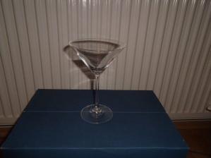koupené skleničky na kytky na stůl 12 ks