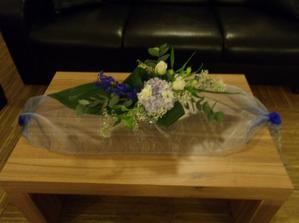 kytička na stole v předsálí