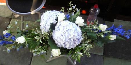kytka na stůl před ženicha a nevěstu :-)