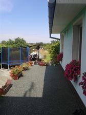 závlahy budou i na zadním trávníku