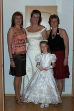 Se sestrami a neteří - družičkou Michálkou :-)
