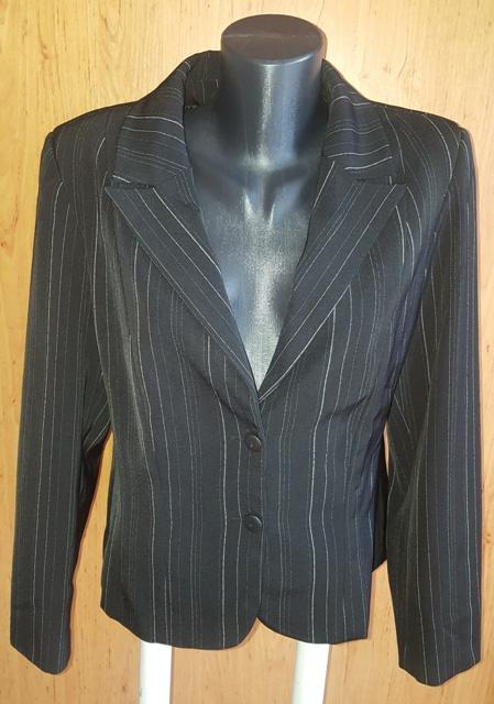 Čierny kostým 4 kombinácia - Obrázok č. 2