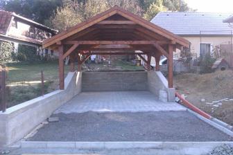 Už je dokončená aj zámocká podlaha :) na múry chceme dať na jar obkladový kameň ..