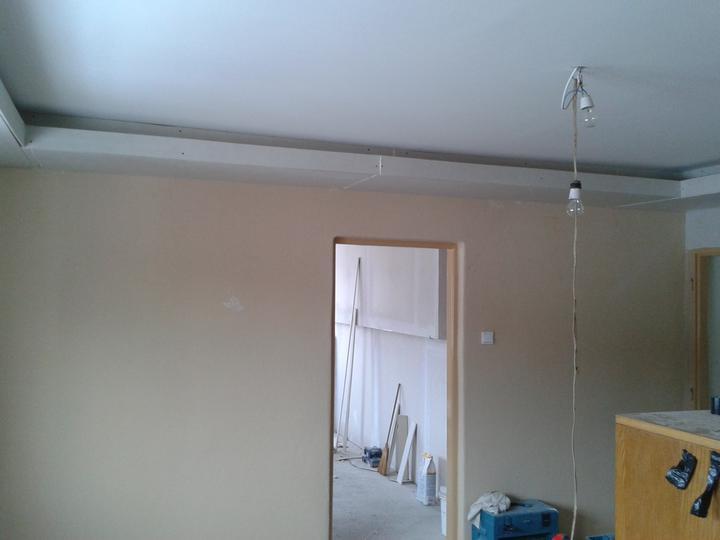 Vchod do spálne :) vidieť kúsok zo steny za ktorou bude šatník