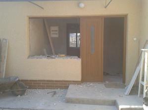 Okno sme zbúrali a zamurovali ... sme spravili 180 dvere :)