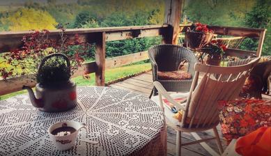 O takej terase pred chalupkou snívam.