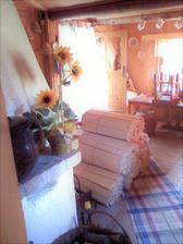 Drevené šindle pripravené na strechu