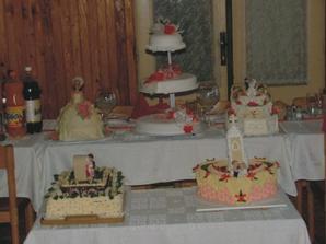 naše torty na hlavnom stole