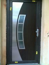 vchodové dvere - osadené spolu s oknami