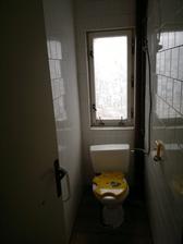horní wc, okno nefunguje