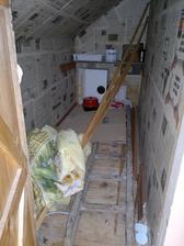 Podkroví, komora-kumbál, prostě pidimístnůstka třeba na úklidové potřeby