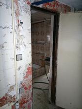 Vstup do dolní koupelny a wc (zazdí se), průchod do prádelny (zazdí se) a místnosti dole, budoucího pokoje pro hosty