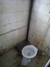 dolní wc, buďte rádi, že fotky nepřenáší taky čichové vjemy, chybí tam zátka kanalizace a takovej puch jsem teda dlouho nezažila :-(