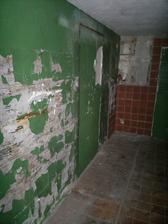 budoucí pokoj pro hosty, nějak mi to ani nejde psát, v současném stavu je to spíš jak odporný vězení...