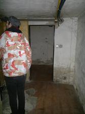 průchod z dolní chodby do kotelny