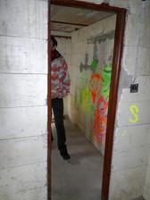 Vstup do místnosti sloužící jako sklep - sklad potravin, dveře chybí