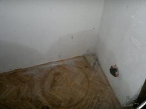 to se mi vůbec nelíbí :-( mokrá zeď v garáži