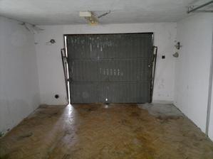 A retro garážová vrata....chcete je někdo? :-D
