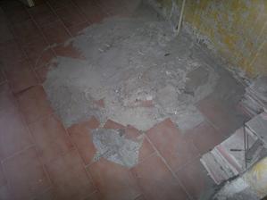 supr podlaha v dolní chodbě