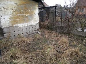 Zadní stěna psího kotle/králíkárny/skladiště bordelu/nbo co to bylo