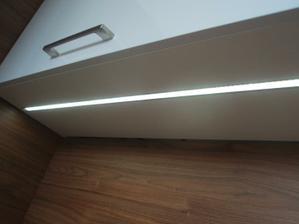 svetlo zalisovane v skrinke