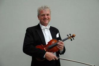 Radek Havlát z Filharmonie Brno nám bude hrát při obřadu, už se moc těšíme :-)