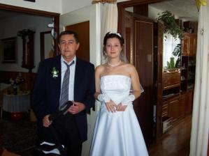 s tátou před předáním nevěsty