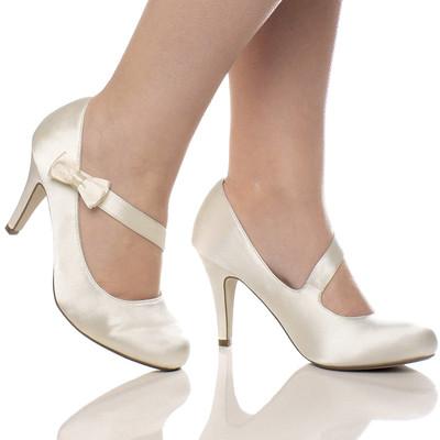 Co máme a co se mi líbí, hnědo-bílá svatba... - takove by se mi líbily, ale teda sehnat boty za rozumnou cenu je boj...
