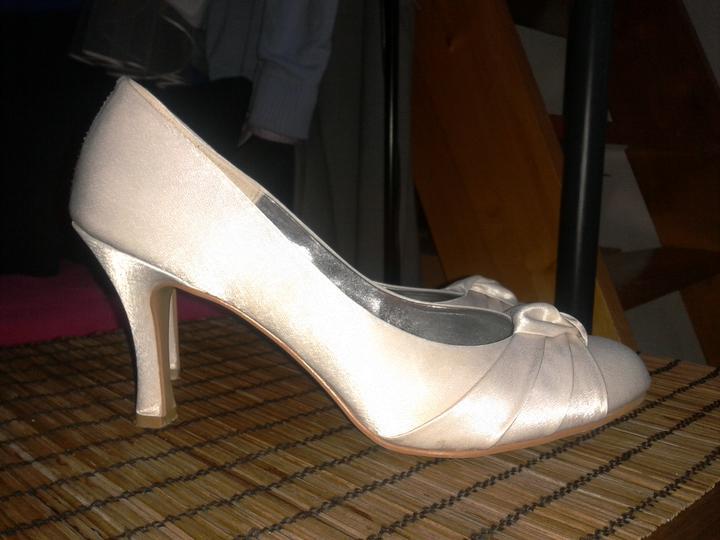 Co máme a co se mi líbí, hnědo-bílá svatba... - botky dnes dorazily a jsou super. dekuji jarcatko za bezproblémový obchod...