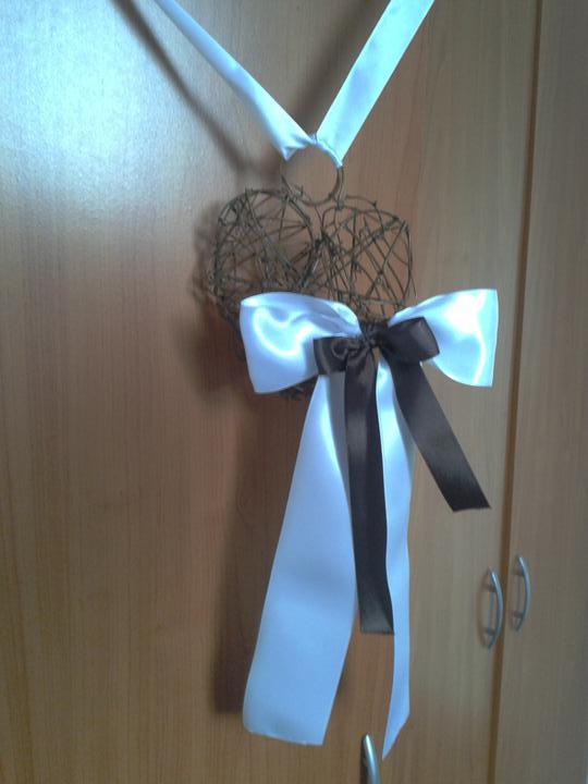 Co máme a co se mi líbí, hnědo-bílá svatba... - první srdíčko na dveře nachystaný, ještě 2...