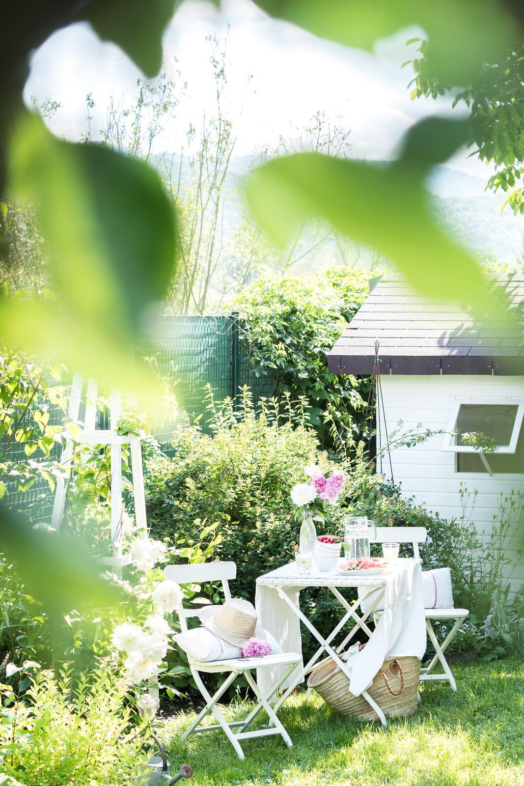 Záhrada a terasa - http://www.prairie-charm.com/2018/06/v-spolocnosti-pivonii.html