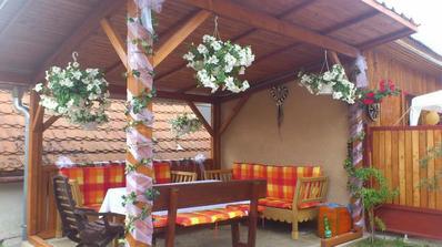 nas krasny altanok postaveny specialne kvoly svadbe vyzdobeny