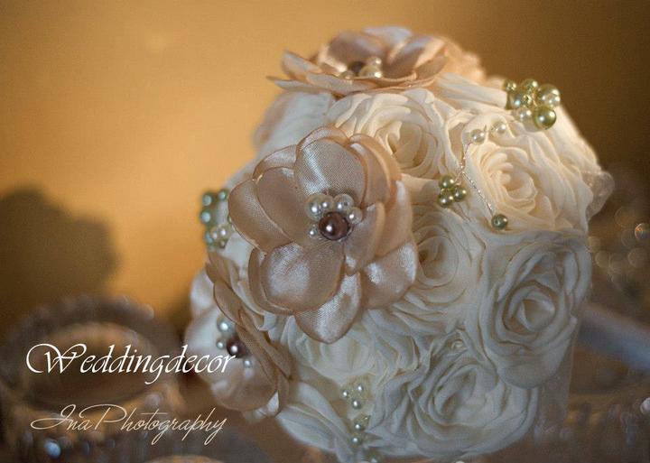 Naše spokojné zákazníčky a naše výrobky :) - Nevesta Nina - kytička, pierko pre ženícha, bižutéria (náušnice, náramok, náhrdelník)