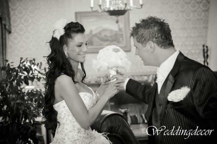 Naše spokojné zákazníčky a naše výrobky :) - Nevesta Daniela -kytica, ozdoba do svadobného účesu, pierka pre ženícha , svadobných rodičov a svedkov