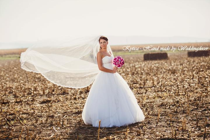 Naše spokojné zákazníčky a naše výrobky :) - Nevesta Kristína - naša kytička plná ruží