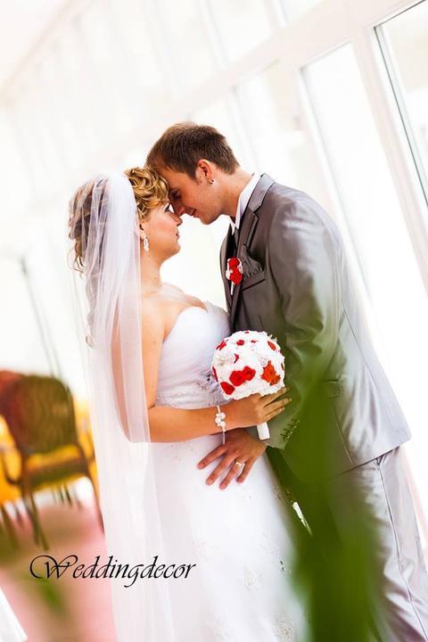 Naše spokojné zákazníčky a naše výrobky :) - Nevesta Simona - vintage kytica pre nevestu a pierko pre ženícha