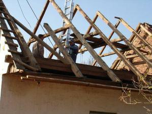 sundávání střechy